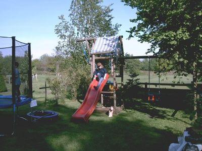 Spielplätze und kindgerechte Aktivitäten auf dem Hof